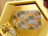 Яйца пчелы в сотах
